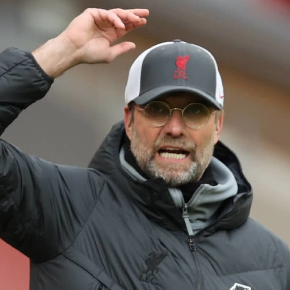 Klopp calls for chatter over Liverpool ace to cease; Salah offers advice